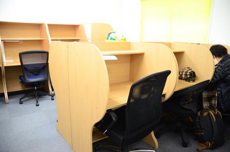 自習室てなーす 箕輪さんが運営する自習室「てなーす」では、学生から社会人まで集中して... 『地